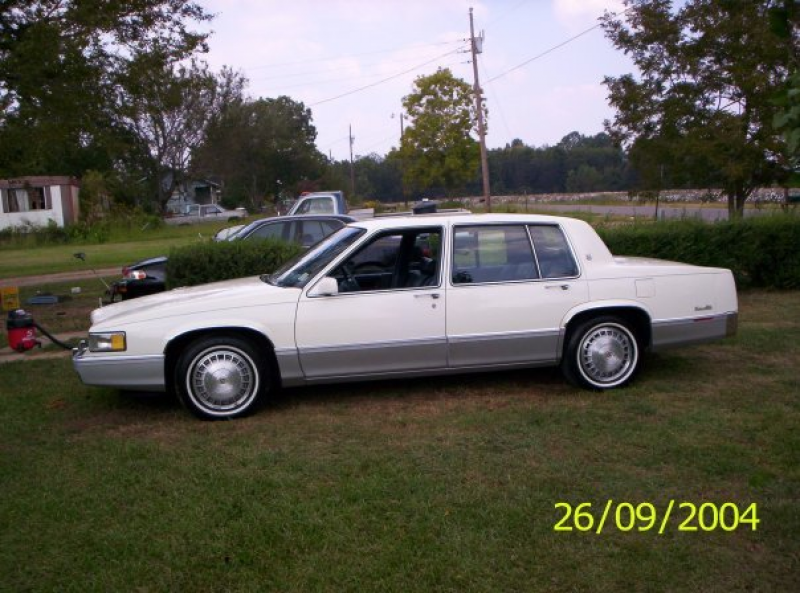Money601 1990 Cadillac DeVille 12724548