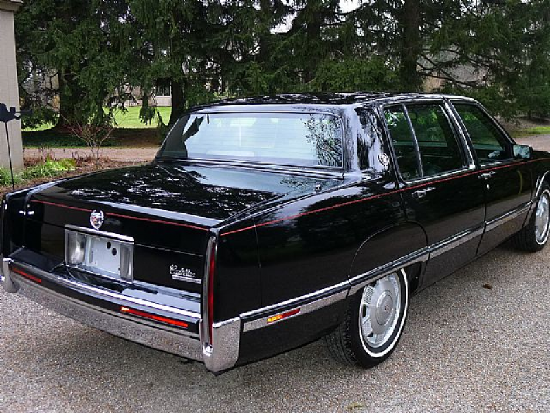 1992 Cadillac Fleetwood Picture 2