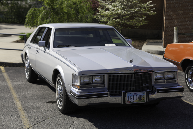 Description 1984 Cadillac Seville.jpg