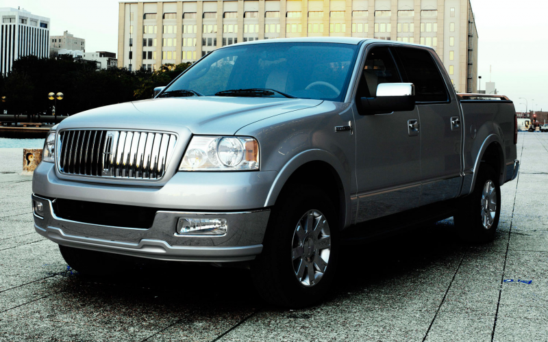 2006 Lincoln Mark Lt Front Three Quarter2