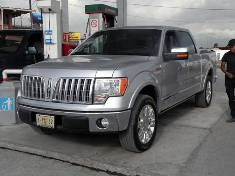 Ay Dios Mio! 2011 Lincoln Mark LT spotted south of the border