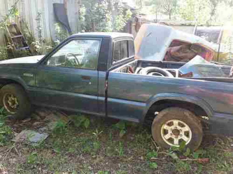1992 Mazda b2200 pick up truck with another parts truck b2000, image ...