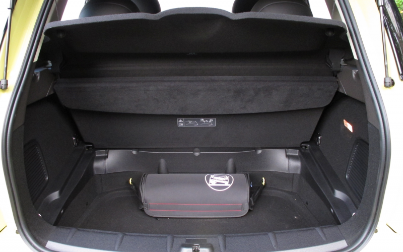 2011 mini cooper s countryman ALL4 cargo floor up