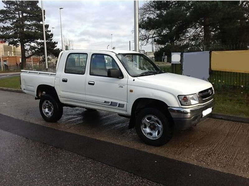2004/ Toyota Hilux 280 EX Model 2.5D4D Double cab Pickup White