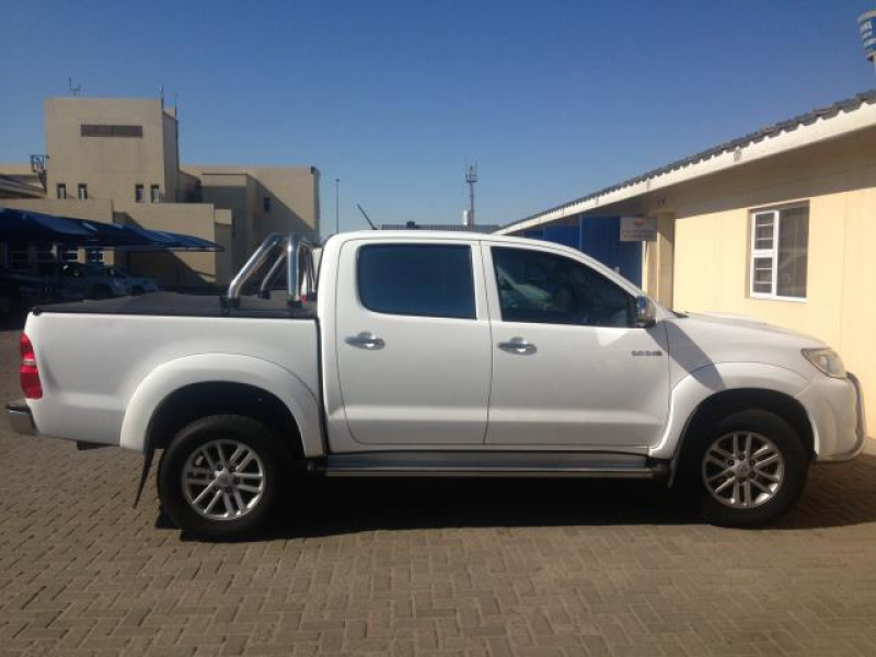 Toyota Hilux 3.0 D4D Excellent condition, extras: nudge bar, running ...