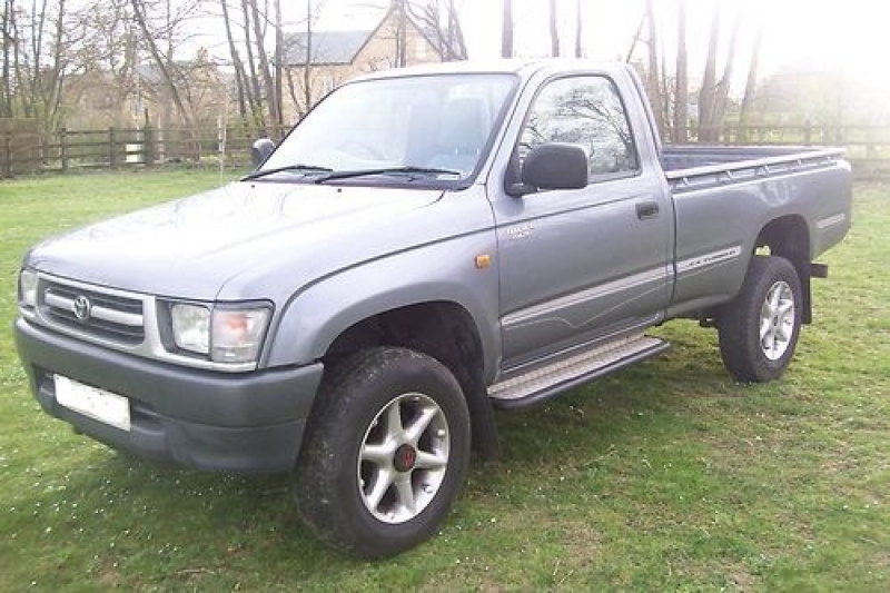 2000/ TOYOTA HILUX 4WD SINGLE CAB PICK UP TRUCK Grey