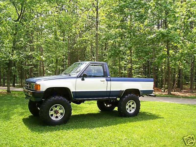 1984 Toyota SR5 4×4, Original Paint, Low Miles, Loaded