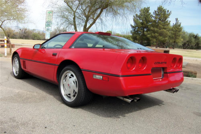 1989 CHEVROLET CORVETTE 2 DOOR COUPE