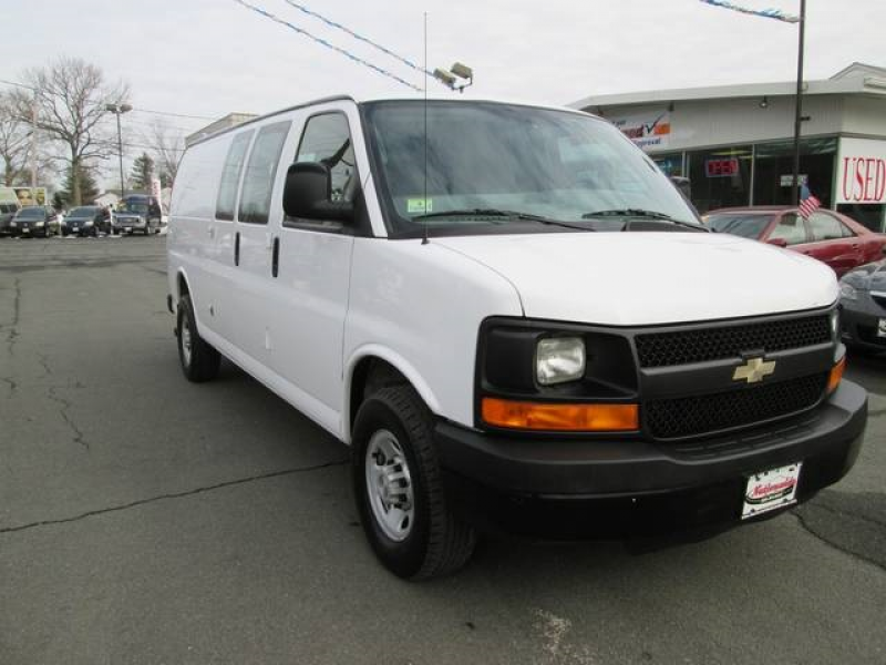 2009 Chevrolet Express 3500 Extended Cargo Van - Photo 1 - East ...