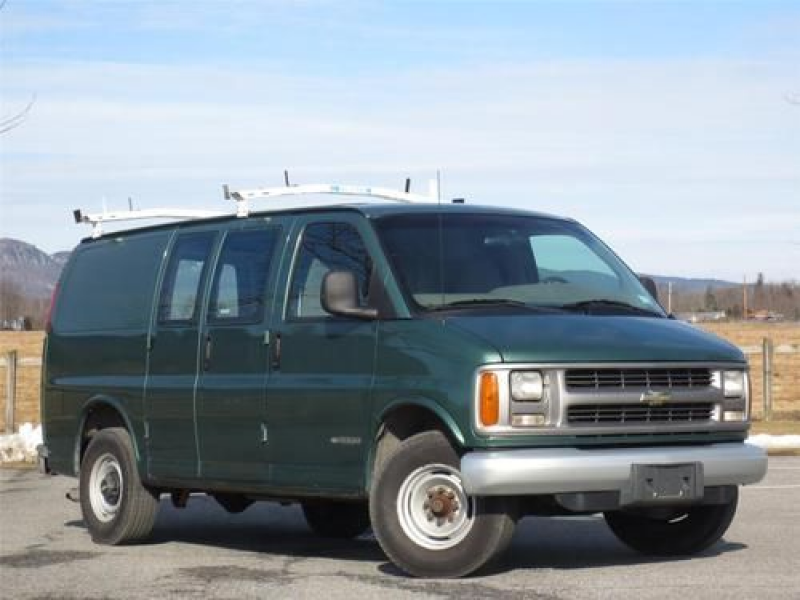 2000 Chevrolet Chevy Express 3500 Cargo Van Green on 2040cars