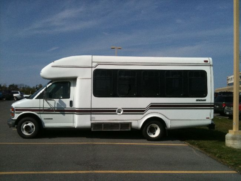Image 1 of a 2000 Chevy Express 3500