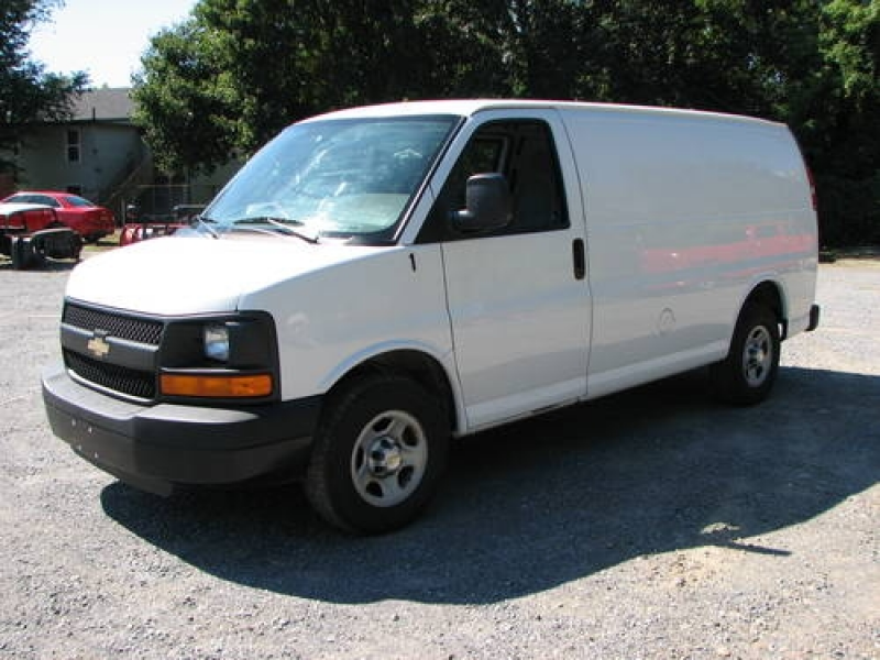 2005 Chevy Express 1500 6cyl Auto in Poughkeepsie, New York