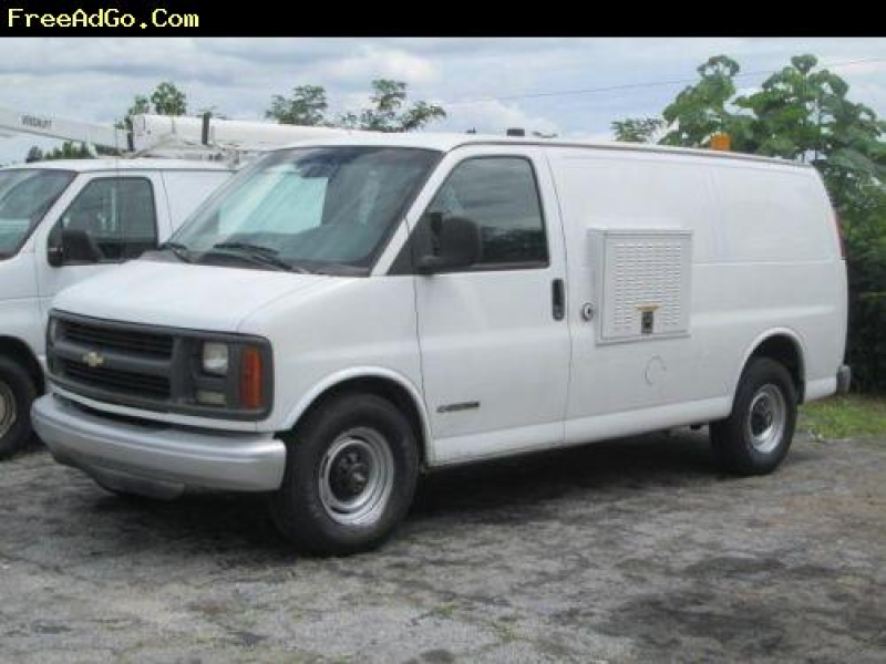 Baltimore] White van (Chevy) Model:350 Chevy Express -