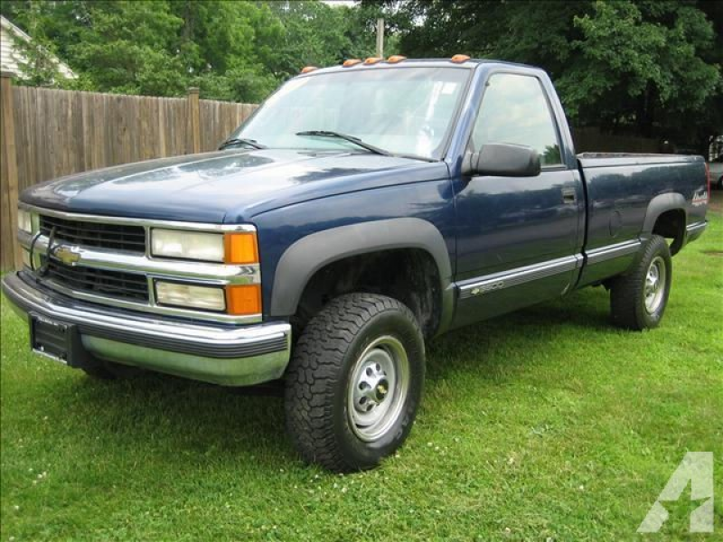 Options Included: N/A2000 Chevy 3500 pickup,4x4, Automatic,Low miles ...