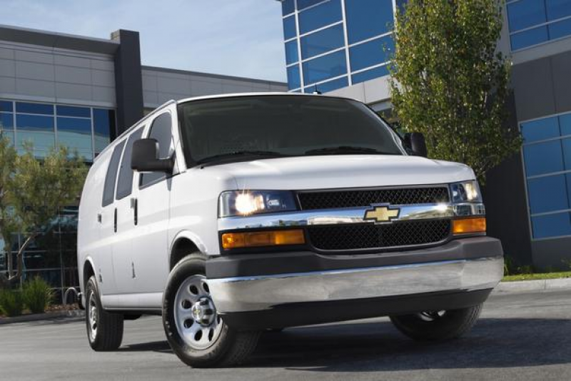 ... chevy full size van lineup the 2014 chevrolet express 2500 hits the