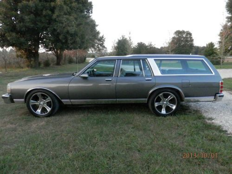 1989 Chevrolet Caprice Classic Wagon 4-door 5.0l on 2040cars