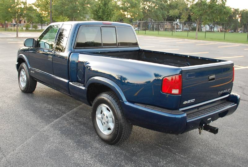 2000 Chevy S10 LS Pickup Extended 3 door 4x4