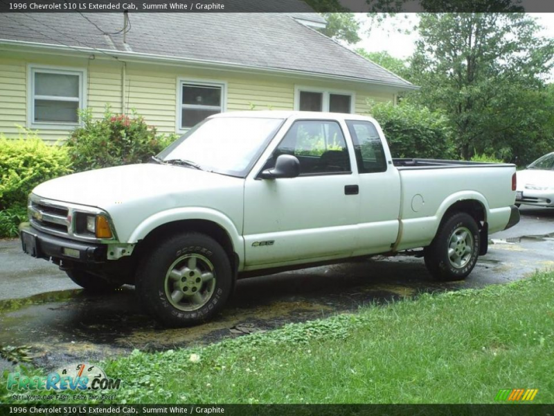1996 Chevrolet S10 LS Extended Cab, Summit White / Graphite