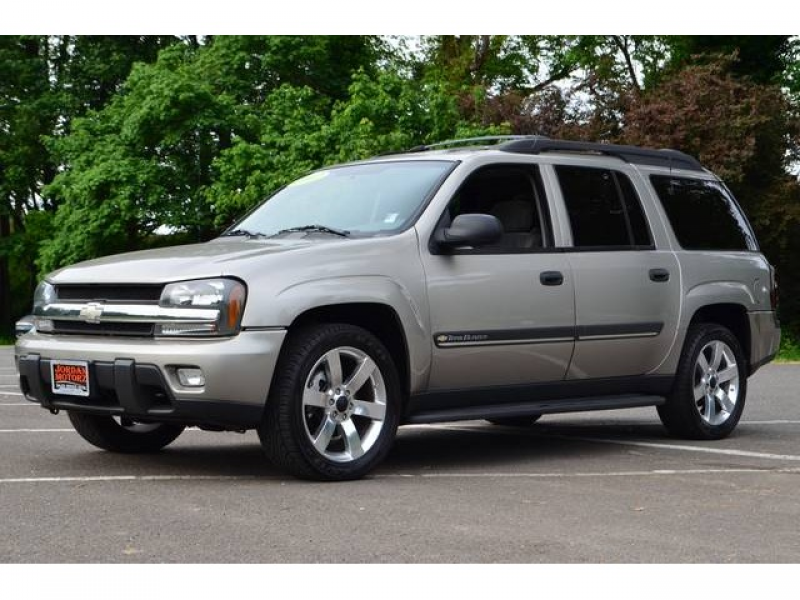 2002 Chevrolet Trailblazer EXT LT - Photo 1 - Milwaukie, OR 97267
