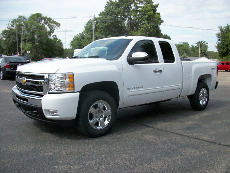 2011 Chevrolet Silverado 1500 vs. 2011 Dodge Ram 1500