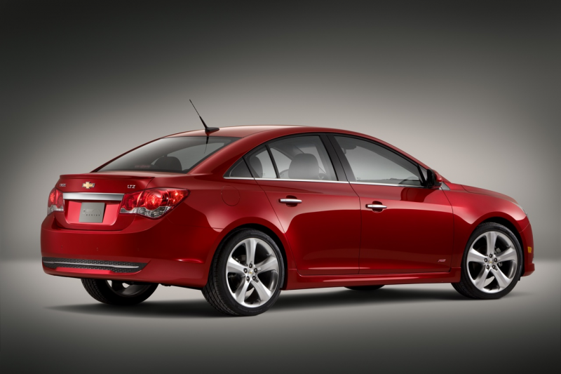 New York 10' Preview: 40-MPG Chevy Cruze Eco and RS Package Unveiled