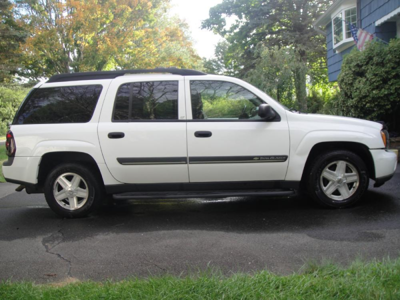 2004 Chevrolet TrailBlazer EXT Overview