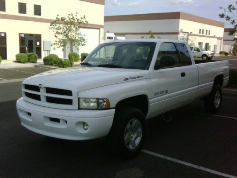 2000 DODGE RAM 1500 4X4 EXTENDED CAB LONG BED SPORT