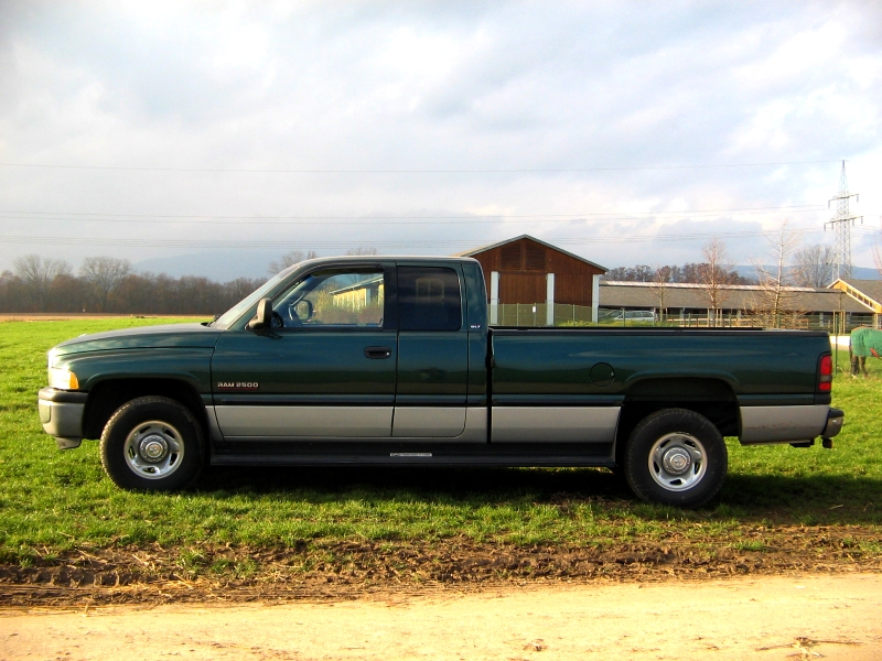 Description Dodge RAM Truck 2500.jpg