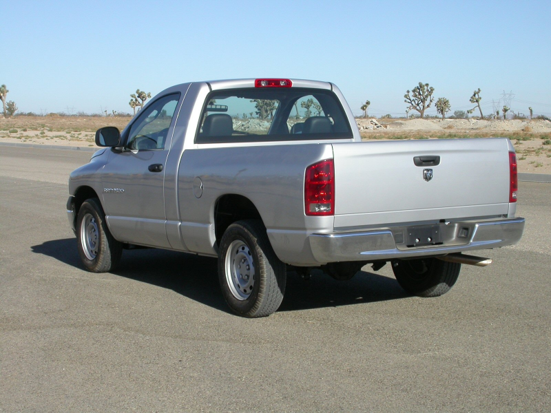 Description 2005 Dodge RAM 1500 2-door pickup -- NHTSA 02.jpg