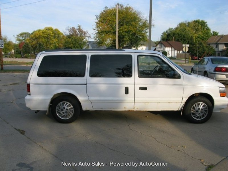 1994 Dodge Grand Caravan SE in Cedar Rapids, IA - 1b4gh4436rx262545