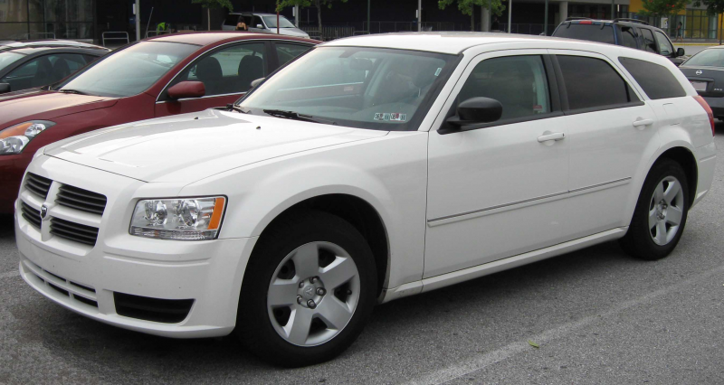 Description 2008 Dodge Magnum SE.jpg
