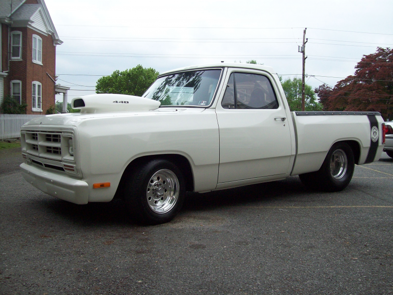 Hemishadow's 1987 Dodge D150 Club Cab