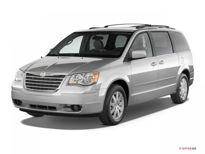 2010 Chrysler Town & Country Angular Front Photo