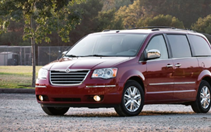 2008 Chrysler Town And Country Front Three Quarters View
