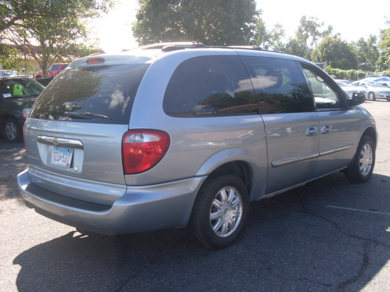 2006+Chrysler+town+and+country+blue+005.JPG