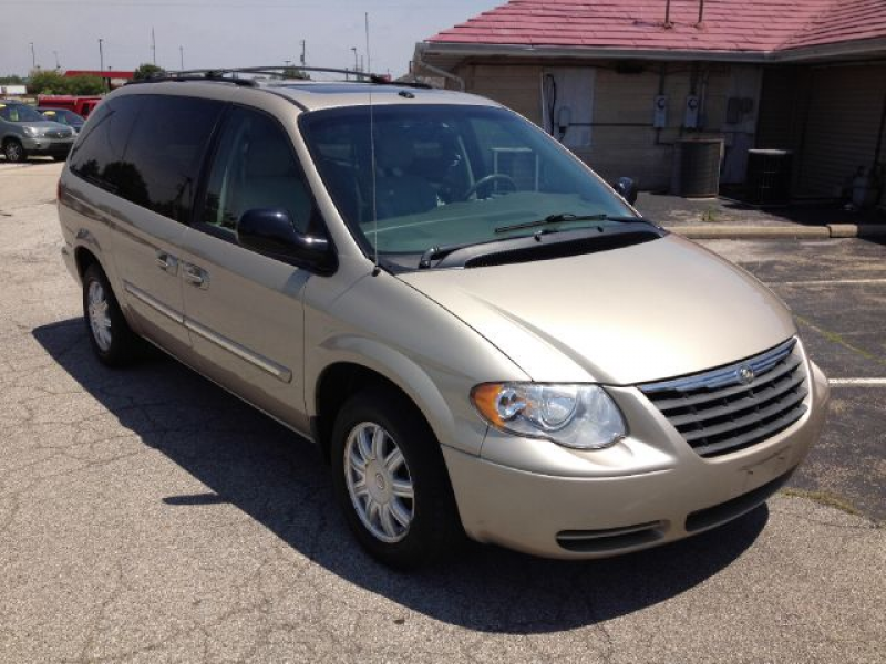 2006 Chrysler Town And Country Photos