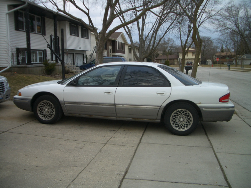 the chrysler concorde lx was unchanged for 1995 sandwiched between