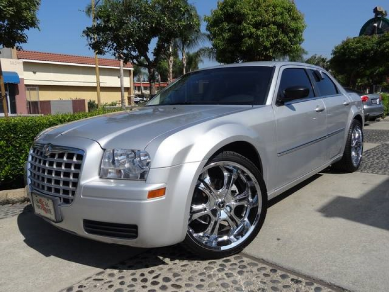 2009 Chrysler 300 LX - Photo 1 - Montclair, CA 91763