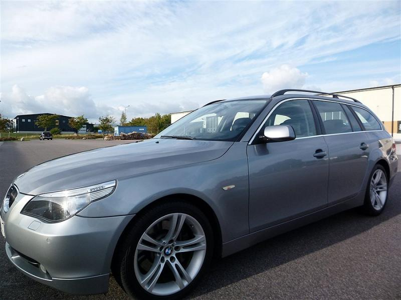 BMW 545 i Touring Glaspanorama Sv-såld Kombi 2004 129.990 SEK