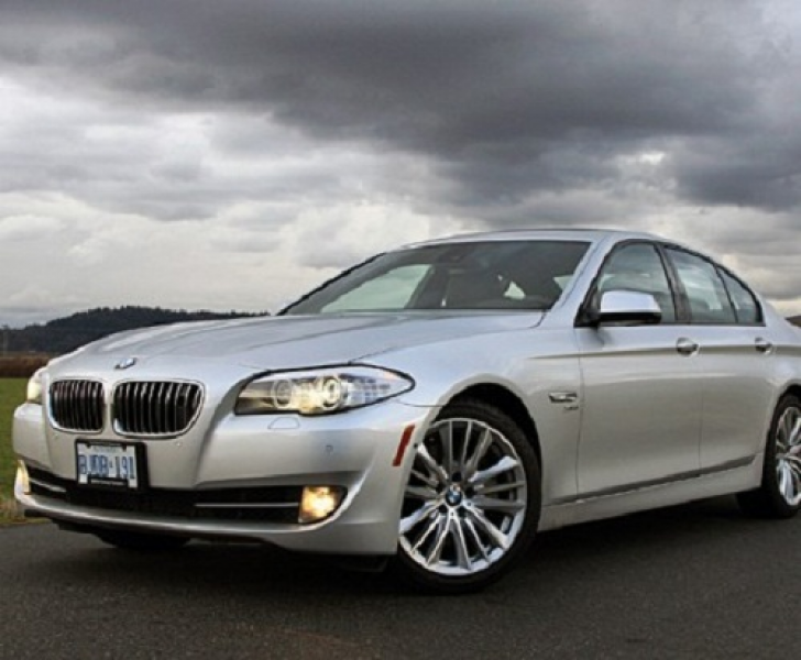 BMW 550 Front View Silver Color Four Doors photos