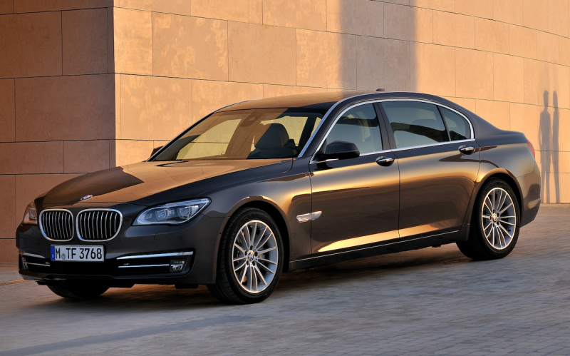 2013 BMW 7-Series Front 7/8 Angle View