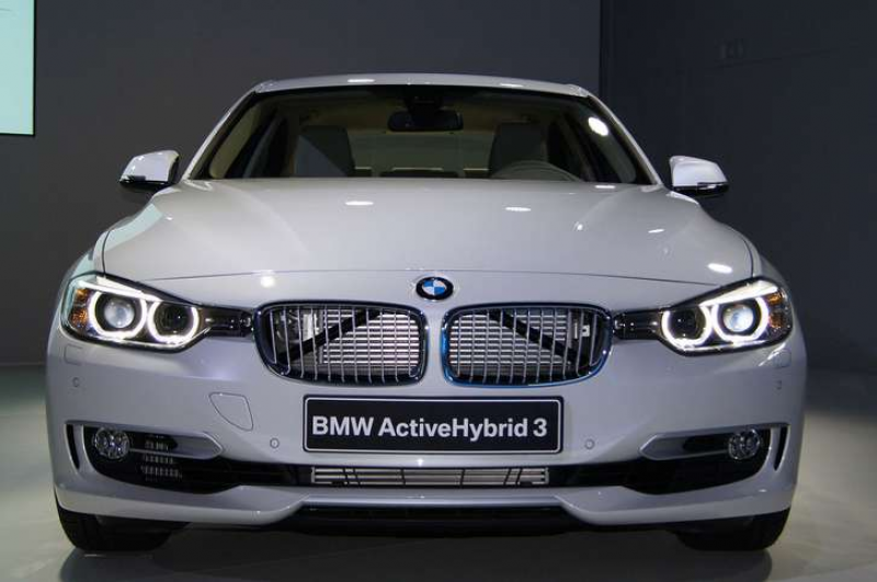 http://www.thecarconnection.com/overview/bmw_3-series_2015