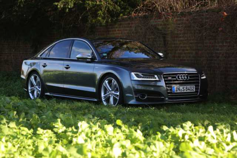 2016 Audi S8: Design and Specification