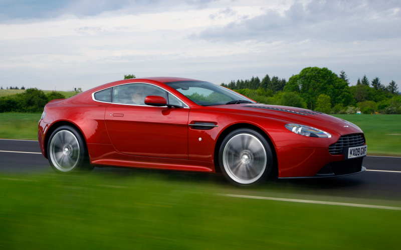 2012 Aston Martin V12 Vantage Right Front