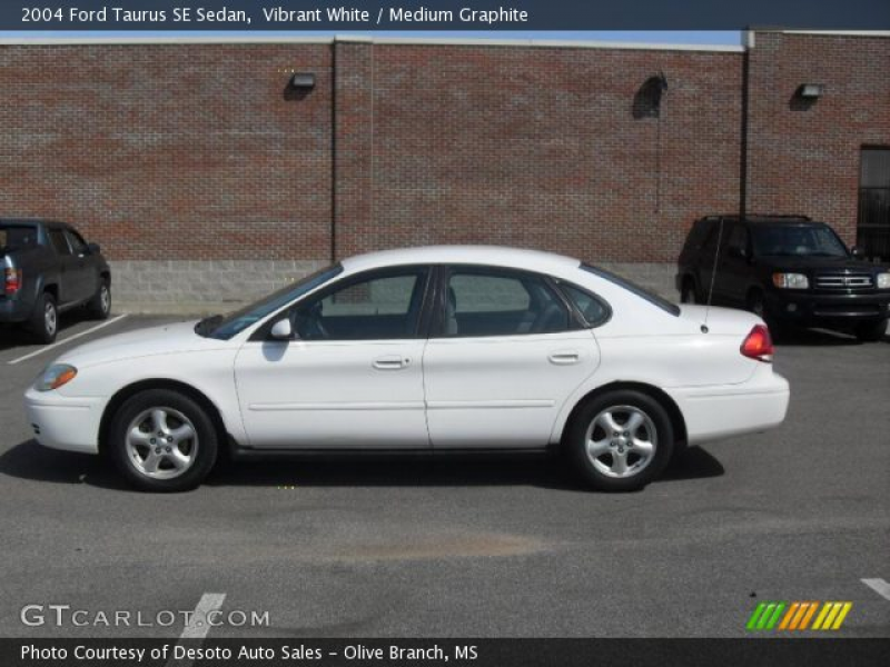2004 Ford Taurus SE Sedan in Vibrant White. Click to see large photo.