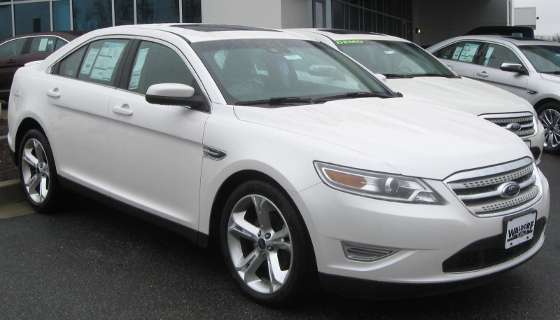 Description 2010 Ford Taurus SHO -- 03-13-2010.jpg