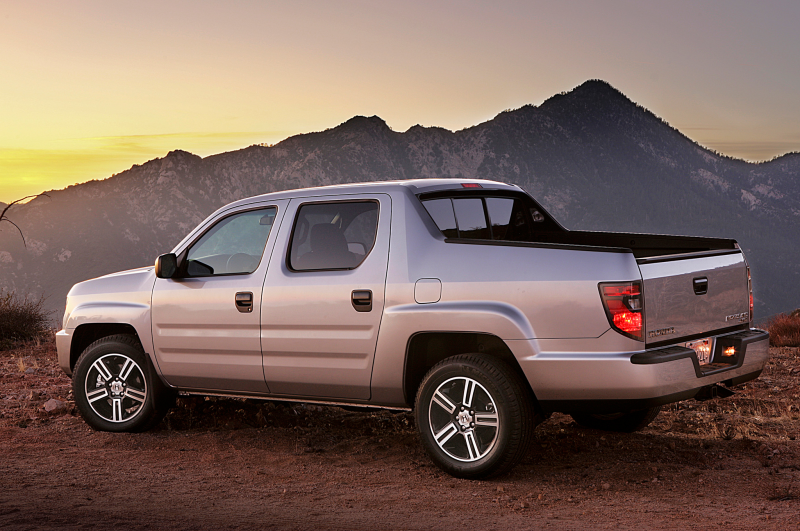 2014 Honda Ridgeline Sport Rear Three Quarters View 01