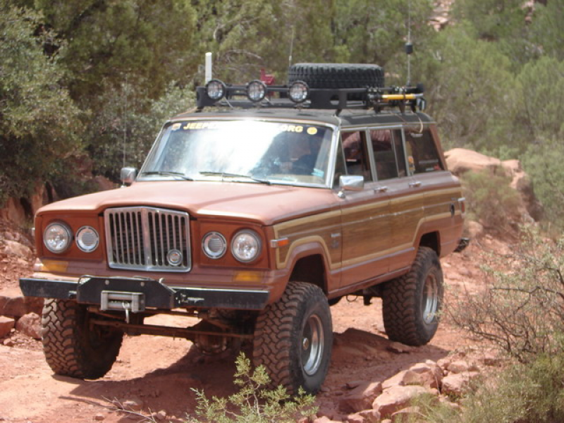 "1982 Wagoneer Limited with a 7 1/2"" SOA lift on 33's in Sedona, AZ"