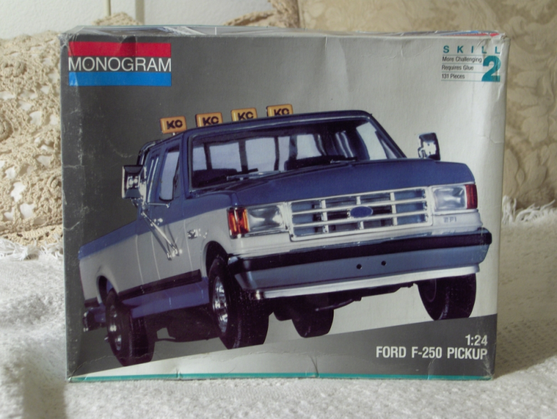 ITEM : MONOGRAM Ford F-250 Truck Model Kit-Skill 2 Unbuilt